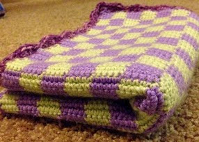 http://translate.google.es/translate?hl=es&sl=en&tl=es&u=http%3A%2F%2Fcraftsauce.blogspot.com%2F2013%2F12%2Fchecker-baby-blanket-pattern.html