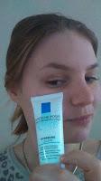 L'hydratation des peaux sensibles au quotidien. -Il faut savoir que l'eau est l'ingrédient principal d'un soin hydratant. Et celles ci est une véritable crème d'eau thermale, concentré a 100% -L'eau thermale qu'elle contient est bourré d'anti-oxydant, elle apaisera et adoucira votre peau -l'Eau Thermale de La Roche-Posay apaise et protège naturellement les peaux sensibles. -Ses vertus vont apporteront un confort pour votre peau réactive, un teint plus frais et hydraté à son maximum