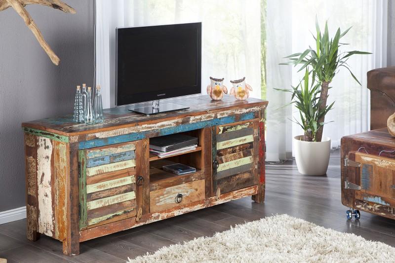 9265a9d30 Luxusný nábytok REACTION: TV stolík JATAKAR z masívneho dreva.