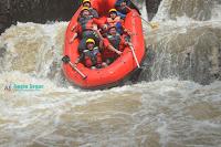 rafting di sungai kalibaru