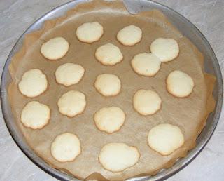 fursecuri, fursecuri din albusuri, dulciuri, deserturi, retete culinare, fursecuri simple si rapide, retete fursecuri, reteta fursecuri,