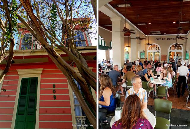 Uma fachada do French Quarter e o Café du Monde, em Nova Orleans