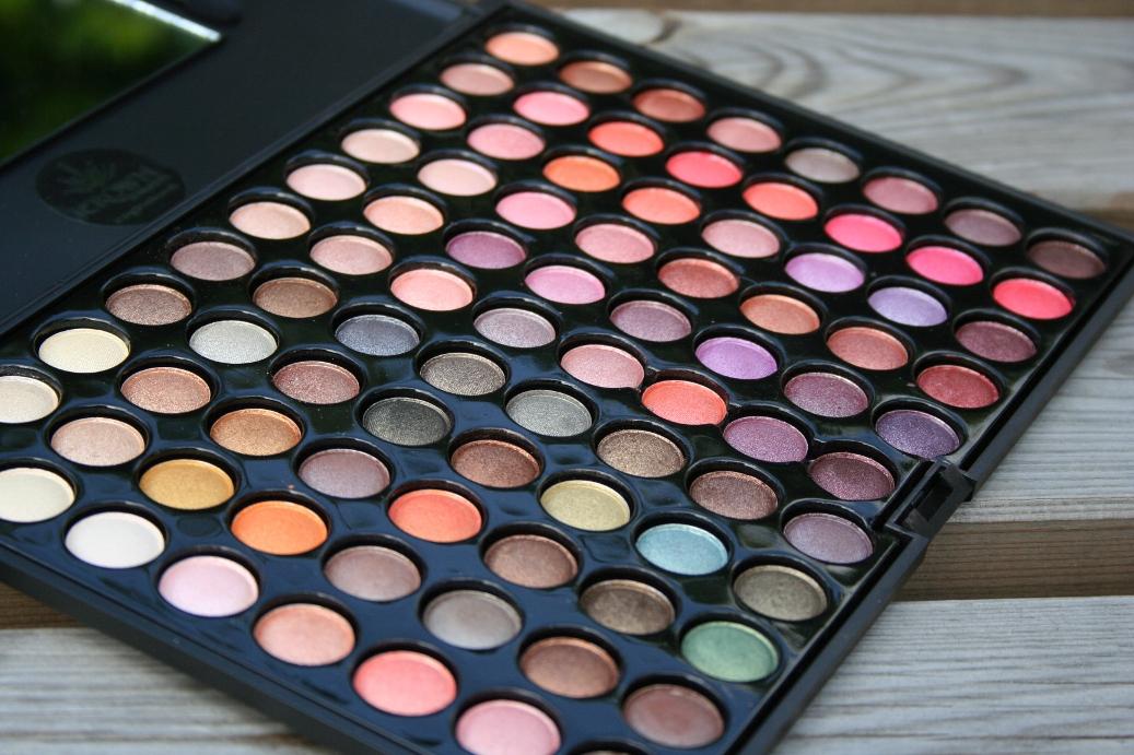 32 Color Lip Palette by Crown Brush #20