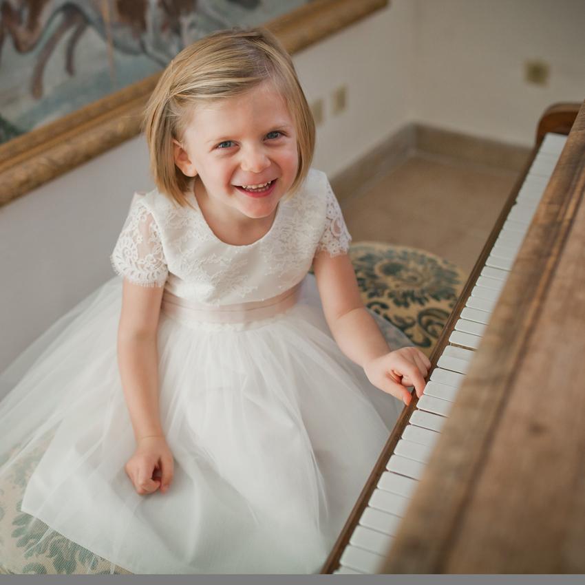 16ee893430e Fil de Légende  La jolie robe de cortège pour enfants Aurelia en ...