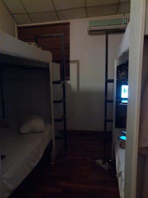 "<a href=""url gambar""><img alt=""foto kamar dorm red inn cabana hotel georgetown penang"" src=""urlgambar"" title=""foto kamar dorm red inn cabana hotel georgetown penang"" />"