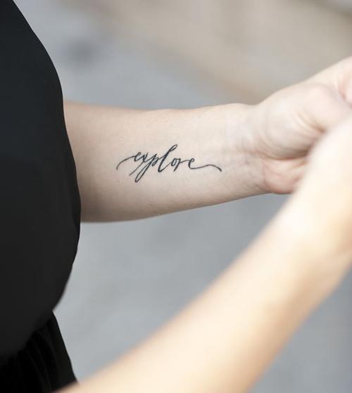 Amato Tatuaggi minimal: one word tattoo | Vita su Marte BM02