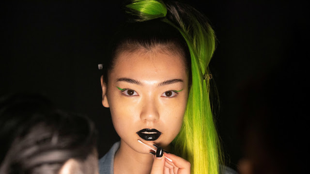 Estas sustancias de los cosméticos pueden causar infertilidad y cáncer de mama en las mujeres