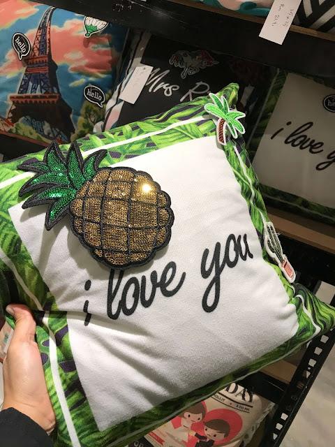 Beli Hadiah Reunion soft pillow Di DEKKO Melawati Mall