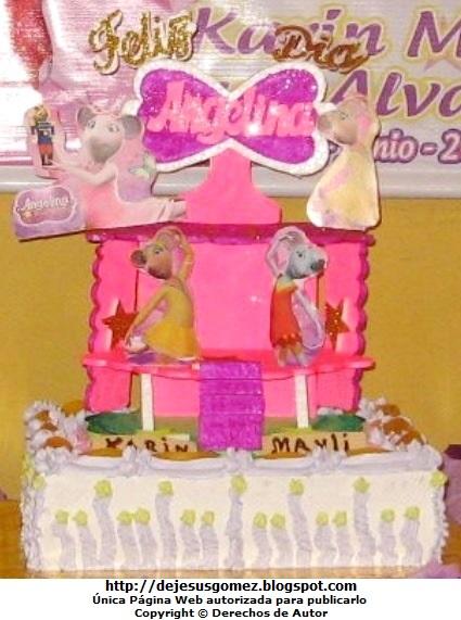 Foto de una torta de cumpleaños para niña de Angelina Ballerina. Foto de torta tomada por Jesus Gómez