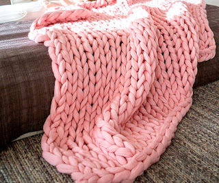 Soft chunky knitted throw blanket