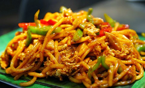 Slippery Egg Noodles with Tomato Sauce and Curry Powder