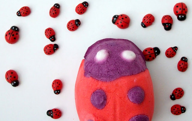 Lush Cosmetics Ladybird/Ladybug, bubble bar, review by Valentina Chirico