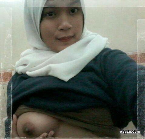 Cewek Hijab Telanjang Pamer Toge Toket Gede