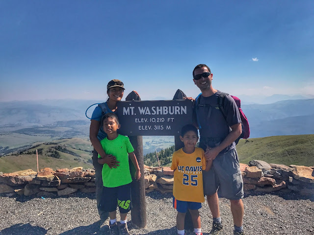 Mt. Washburn sign family pic