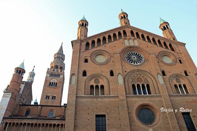 Fachada lateral de la catedral de Cremona