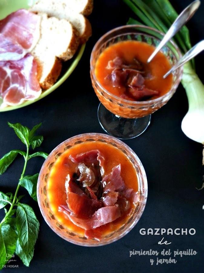 Gazpacho de pimientos del piquilo con jamón