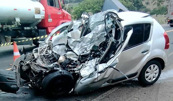Acidente entre carro e carreta deixa dois mortos na BR-110, região de Catu