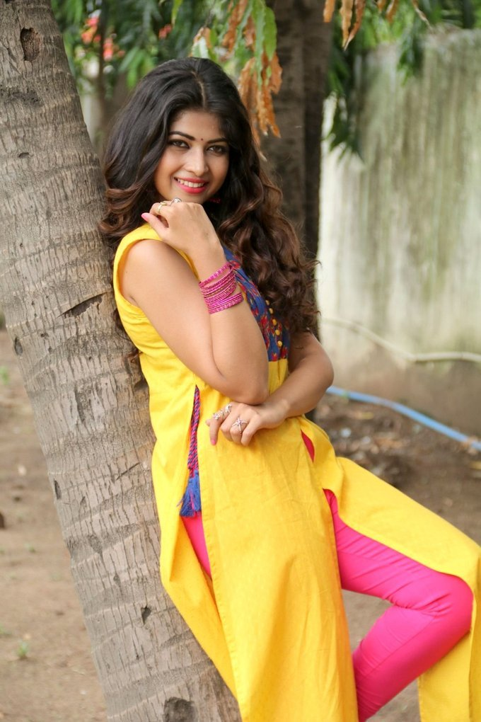 Srijitaa Ghosh Stills In Yellow Dress At Koothan Tamil Movie Shooting Spot