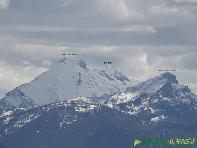 Cantu Cabroneru y Porra de Valdepino desde el Pico Cogolla