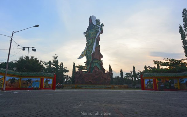 Patung Dewa Kwan Sing Tee Koen