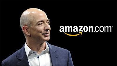 Biografi Jeff Bezos - Pendiri Amazon.com   Biografi Jeff Bezos - Pendiri Amazon.comJeff Bezos merupakan Pendiri sekaligus CEO dari Amazon.com yang merupakan toko online terbesar dan tersukses di dunia. Jeff Bezos dilahirkan pada tanggal 12 Januari 1964 di Albuquerque, Nex Mexico, AS, ketika ibunya, Jackie, masih remaja. Pernikahan sang ibu dengan ayahnya hanya berlangsung tidak lebih dari 2 tahun. Jeff Bezos kemudian menikah lagi ketika Bezos berusia 5 tahun. Ayah tiri Bezos, Miguel Bezos, merupakan warga negara Kuba yang bermigrasi ke AS pada usia 15 tahun dan bekerja sambil kuliah di Universitas Albuquerque. Setelah pernikahan itu, mereka pindah ke Houston, Texas dan Miguel menjadi insinyur untuk Exxon. Pada usia dini, Jeff telah menunjukkan bakat mekanik yang mencolok. Ketika balita, Jeff Bezos berusaha membongkar tempat tidurnya dengan obeng. Selanjutnya, Jeff Bezos mulai mendalami ketertarikannya pada dunia sains, seperti memasang alarm listrik untuk menjaga adik-adiknya jika keluar dari kamar dan juga menjaga privasinya. Setiap musim panas, Jeff Bezos juga sering menghabiskan waktunya tinggal di peternakan kakeknya, dimana Jeff Bezos selalu memperbaiki kincir angin dan traktor yang biasa digunakan dalam berternak.  Di usia yang masih kecil, Jeff Bezos sudah tertarik pada dunia teknik. Hal itu terjad