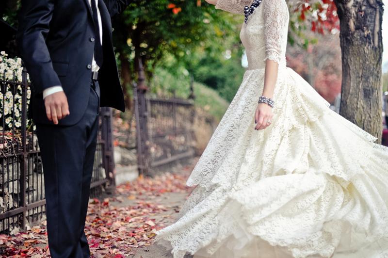 47ad9f8289ee Den kule bryllupsbloggen WeddingBee viser her en oversikt over 10  favoritter. Disse liker vi også veldig godt. Detaljerte blonderygger og  åpne rygger går ...