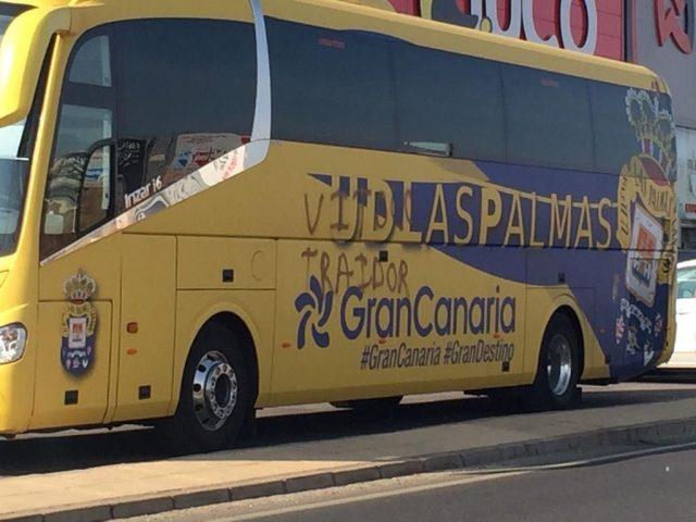 Pintada en la guagua de UD Las Palmas contra Vitolo