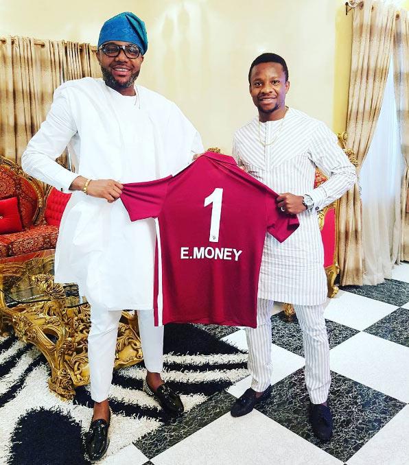 Onazi Ogenyi gifts billionaire football jersey