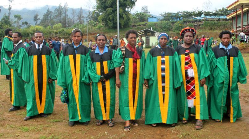 Elementary teachers graduate from Enga Teachers College