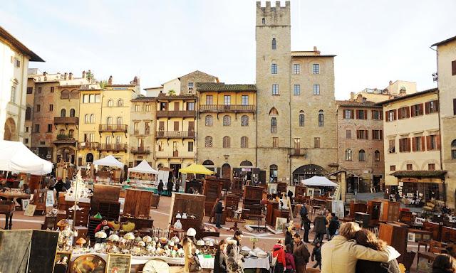 Tour pela Piazza Grande em Arezzo