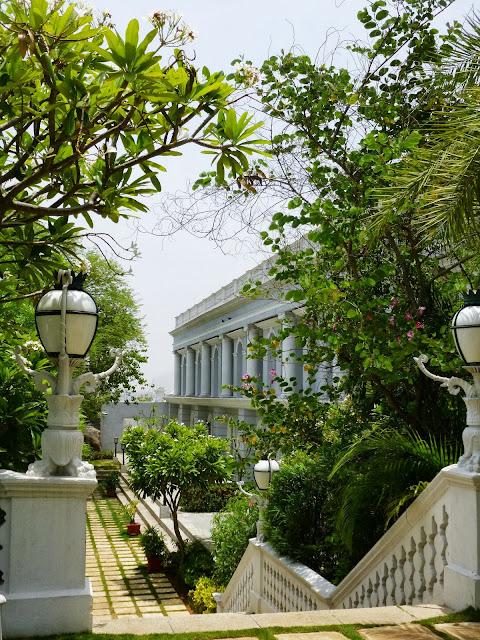 Falaknuma Palace Images: lush garden