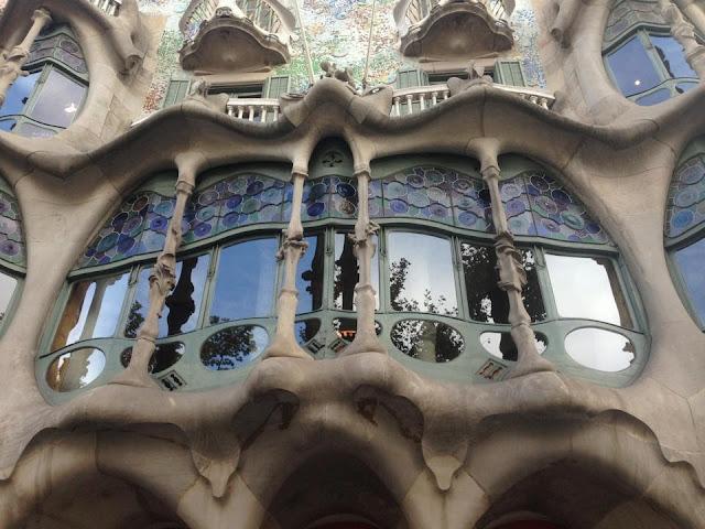 BUILDING DETAILS IN BARCELONA