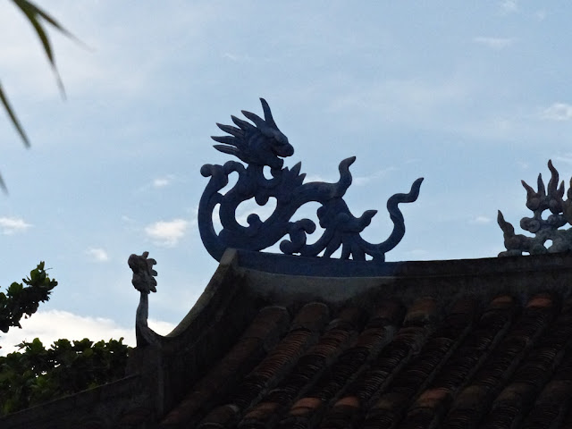 Dragon on the roof of the temple in Marble Mountains