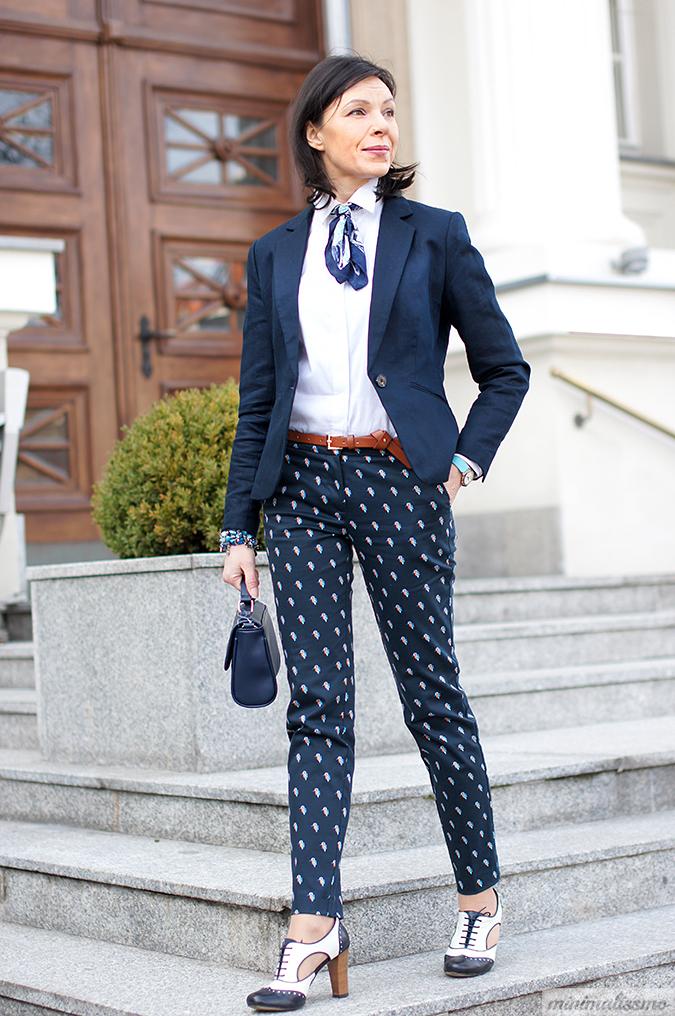 Jak nosić wzorzyste spodnie do pracy