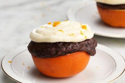 Σοκολατένια cupcakes σου μέσα σε πορτοκάλια