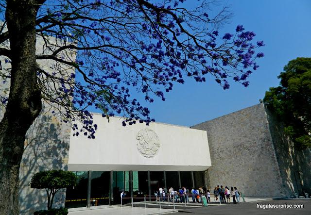 Fachada modernista do Museu Nacional de Antropologia do México