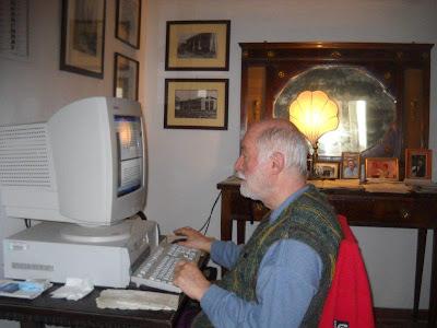 Risultati immagini per paolo d'arpini al computer treia