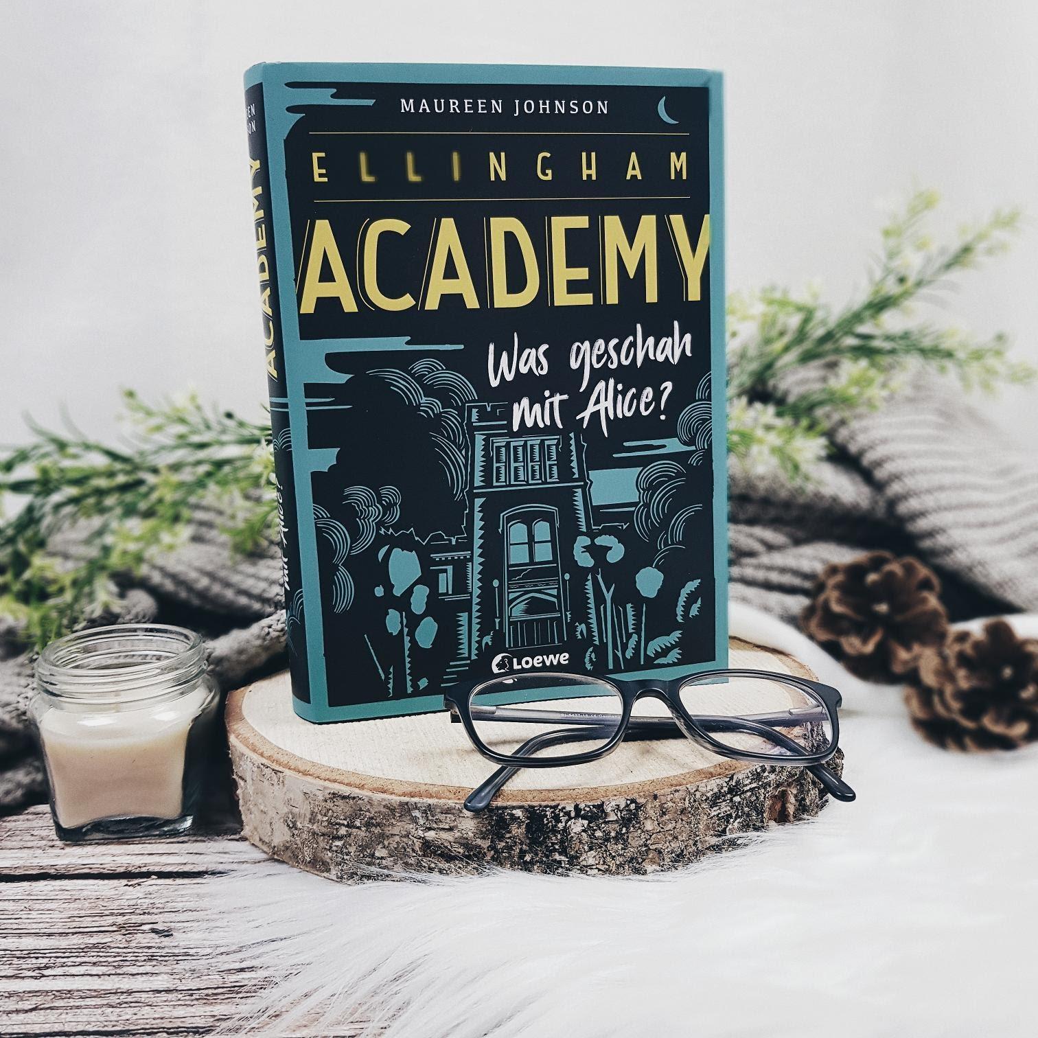 Bücherblog. Rezension. Buchcover. Ellingham Academy - Was geschah mit Alice? (Band 1) von Maureen Johnson. Jugendbuch, Krimi, Mystery. Loewe Verlag. ©Lisa B. | Prettytigers Bücherregal | prettytigerbuch