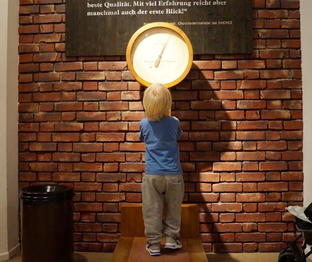 Die 7 schokoladigsten Gründe für einen Besuch im Chocoversum. Für Kinder und Familien ist das Schokoladen-Museum in Hamburg ein tolles Erlebnis!
