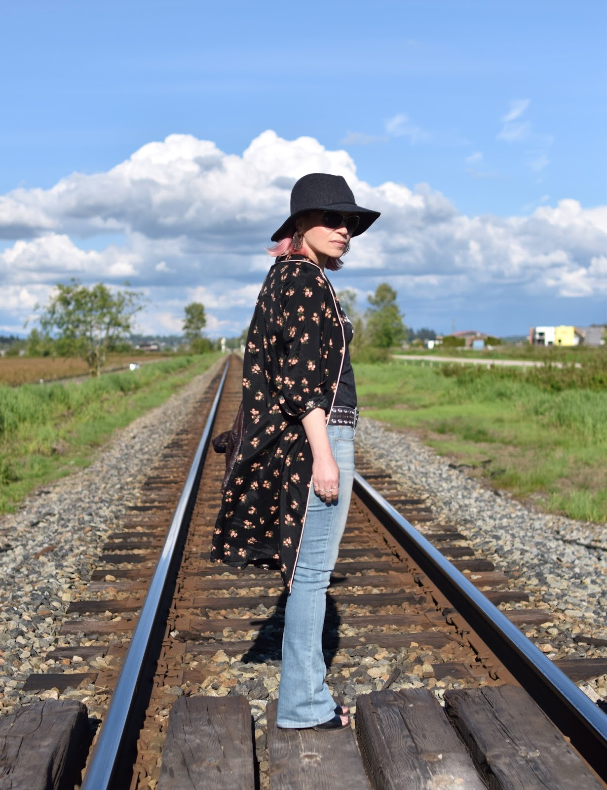 Monika Faulkner outfit inspiration - floral shirtdress, flare jeans, floppy hat