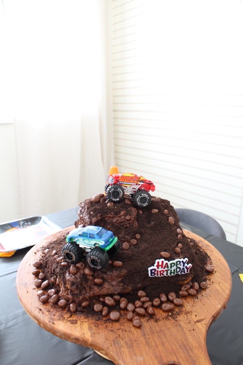 monster-machine-birthday-party-cake
