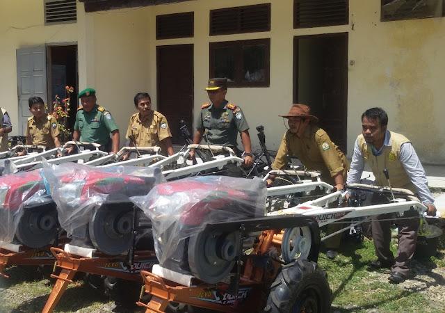Pusat Bantu 9 Unit Handtraktor untuk Petani Abdya