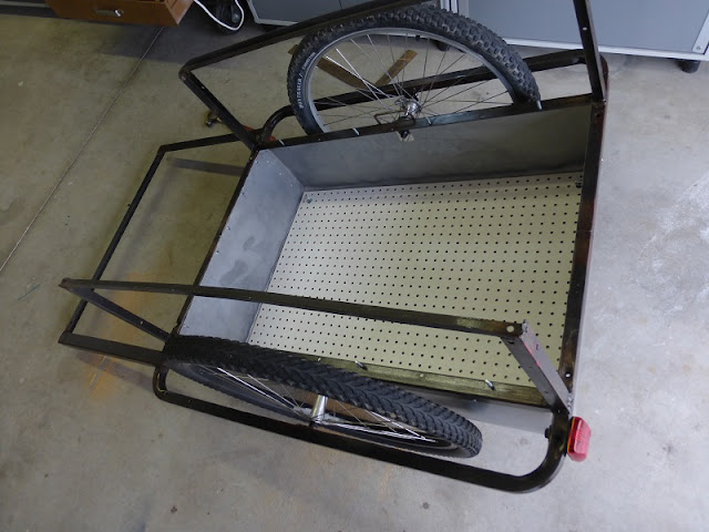 bicycle trailer with completed cargo bay