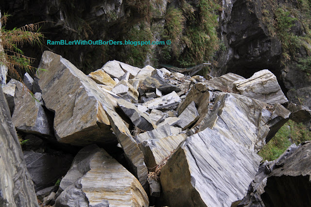 Fallen rocks, Tunnel of Nine Turns, Taroko Gorge, Taroko National Park, Taiwan