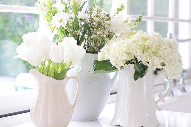 spring-tour-white-flower-display