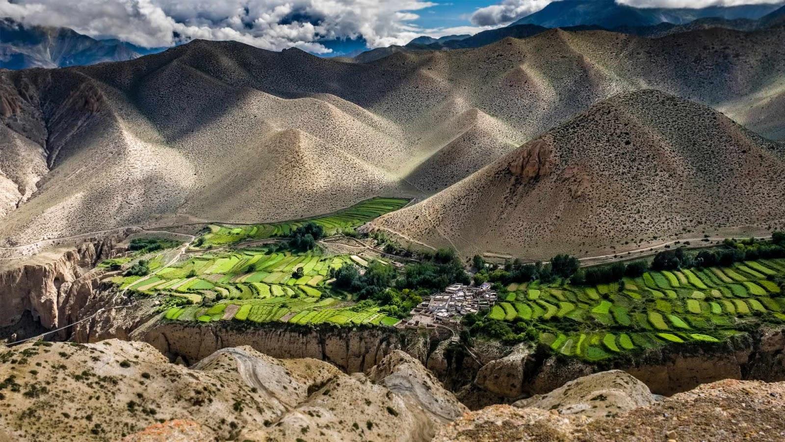Ghyakar village, Upper Mustang, Nepal © Frank Bienewald/Alamy