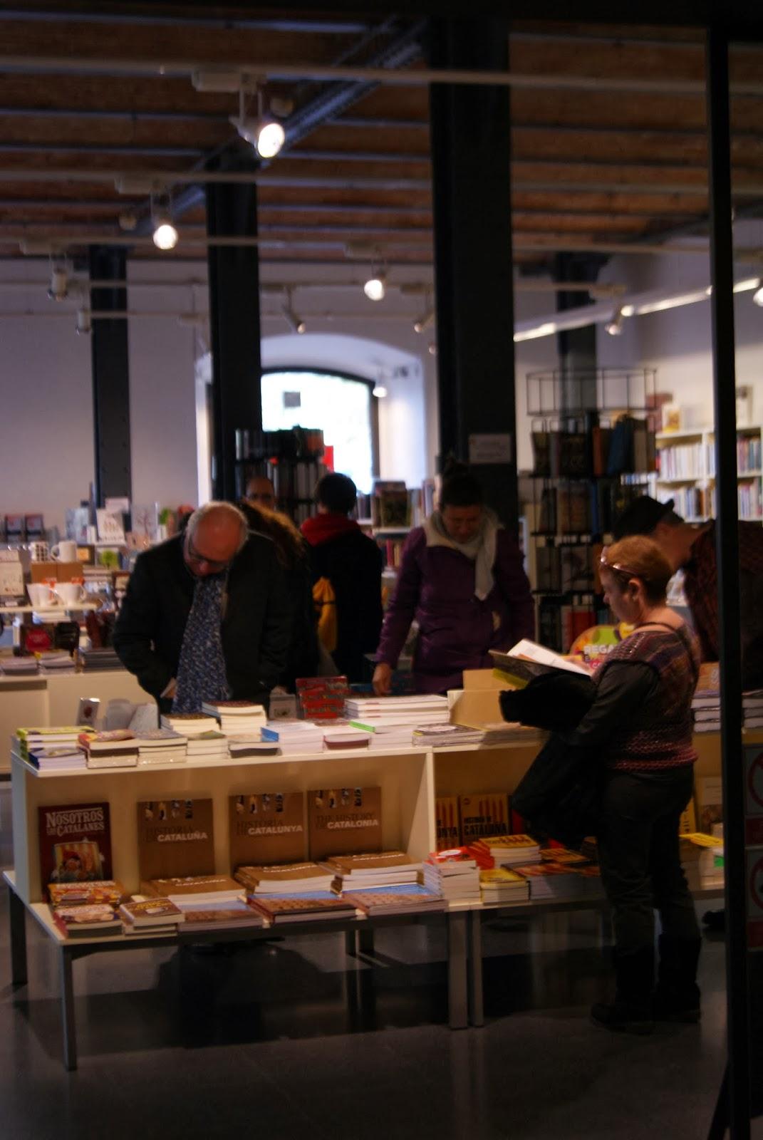 Lectors en una llibreria per Teresa Grau Ros