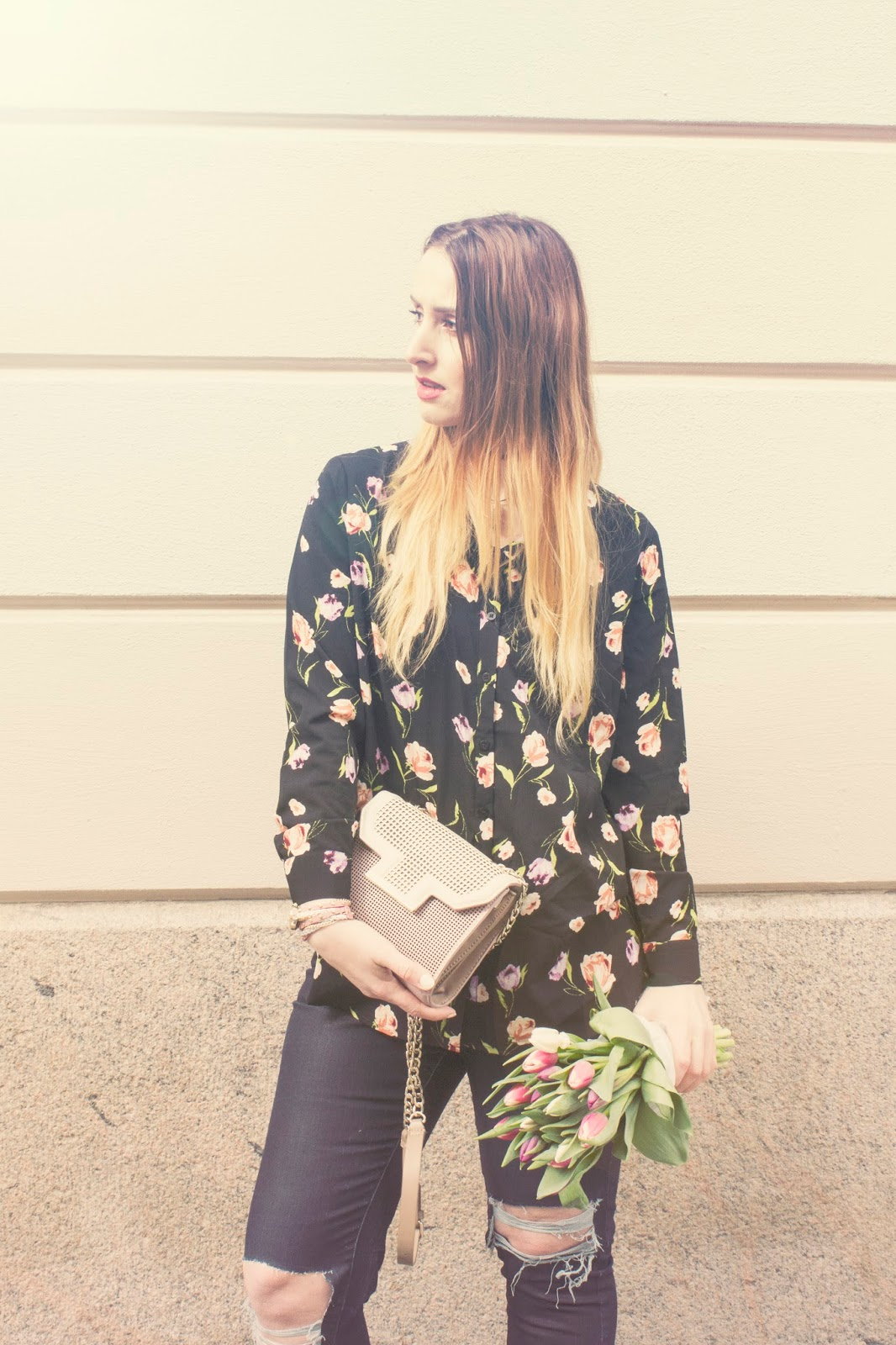 floral print shirt outfit, monky floral shirt, ripped jeans, flowers look