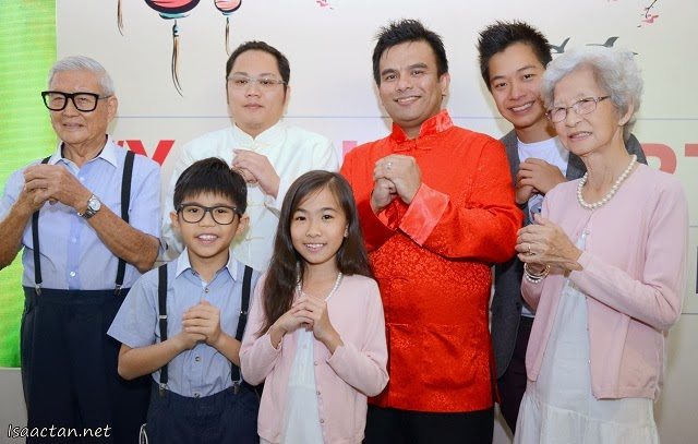 Shown here are the main cast from 'Young Hearts', as well as PETRONAS top guns, and the director