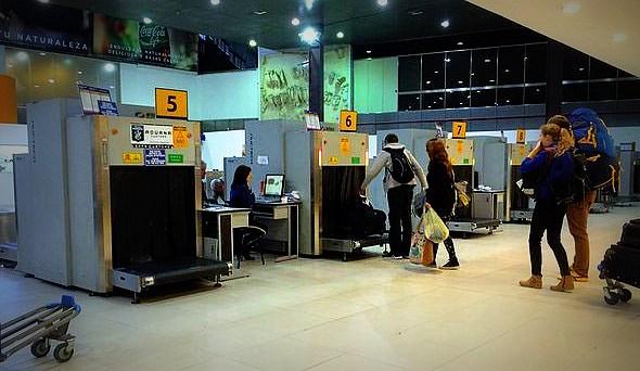 La aduana implementa un sistema selectivo de control en los aeropuertos internacionales para facilitar el ingreso de pasajeros